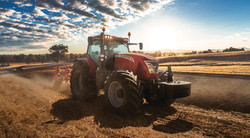 mccormick-tractor-20105092131.jpg