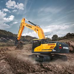 hx300l-hyundai-crawler-excavator-in-the-