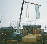 飯岡工業(株)は福島県田村郡小野町七号田にて、住宅パネルを製造しています。このパネルは東日本大震災後の復興公営住宅に採用されています。オーダーメイドが基本ですので、必要な部材を必要な時に必要な数量をご注文可能です。パネルの組立ては、特殊な技術、能力を必要としませんので簡単に組み立て可能です。簡単に組み立てられますので、建築工事の工期短縮、及び人件費等のコスト削減につながります。屋根通気パネル、壁パネル、床パネルを製造、また他の部材も製造できますのでご用命下さい。御見積及び相談は無料ですのでお気軽にお問合せ下さい。