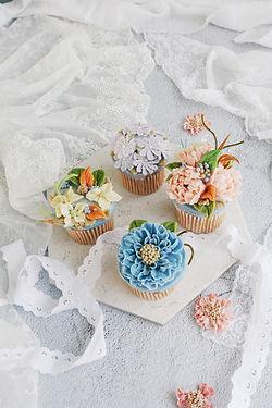 @2-cupcake.jpg