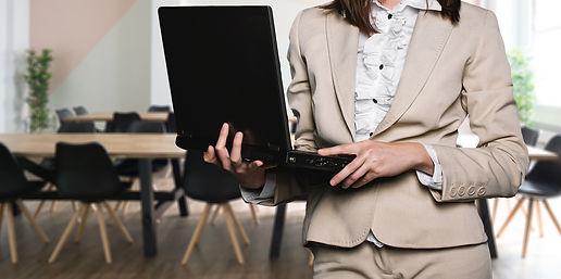 businesswoman-2817567_1920.jpg