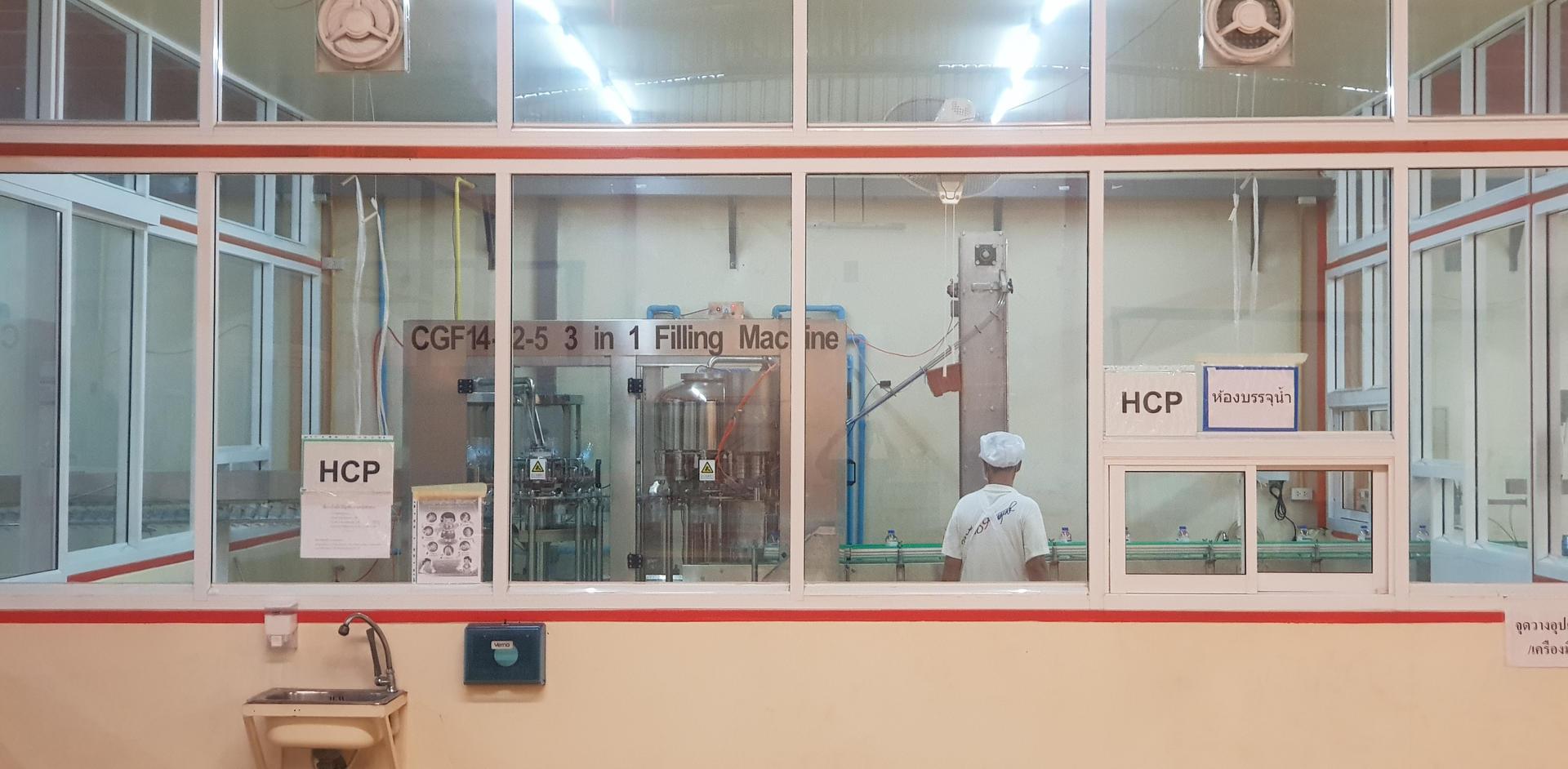ห้องสะอาด บรรจุน้ำดื่ม โรงงานผลิตน้ำดื่ม Lifeplus Water