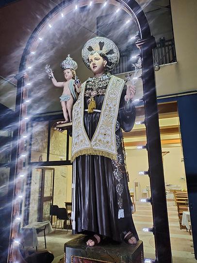 St Anthony Statue illuminated from Pietr