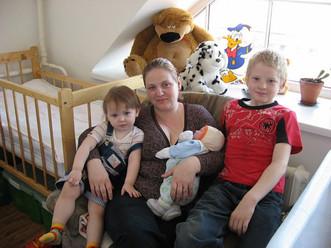 Многодетная семья получила квартиру