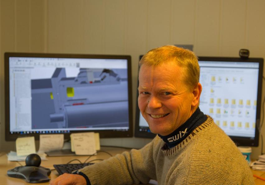Sigud Kjell at the office