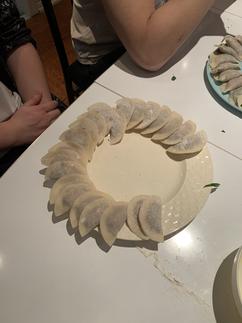 包餃子 Making dumplings