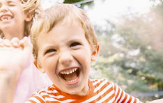 Crianças, pular, ligado, trampoline