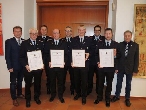 Willibald Gelhaus und Arnold Frilling für Dienst in der Feuerwehr besonders geehrt