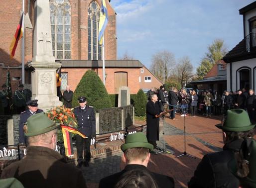 Würdevolle Gedenkfeier am Volkstrauertag beim Visbeker Ehrenmal von 1911