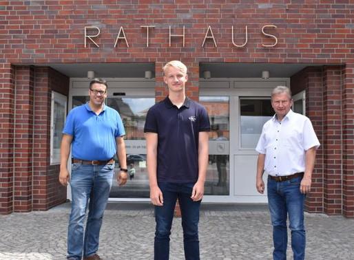 Ole Bruns beginnt Ausbildung bei der Gemeinde Visbek