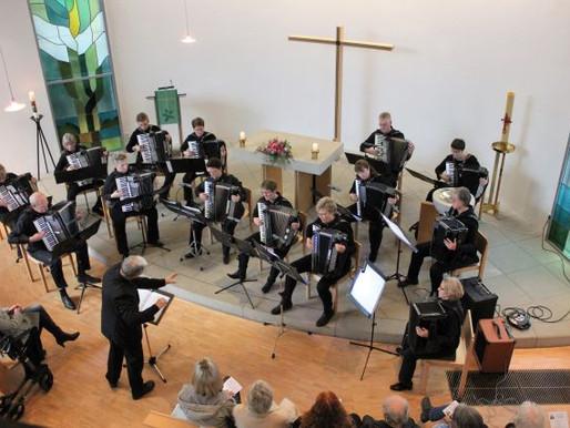 Bremer Akkordeon-Ensemble glänzt mit Meisterstück