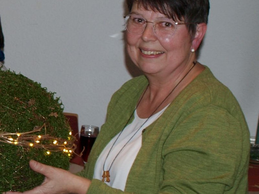 Theresia Menke holt Weihnachtsstimmung ins Haus