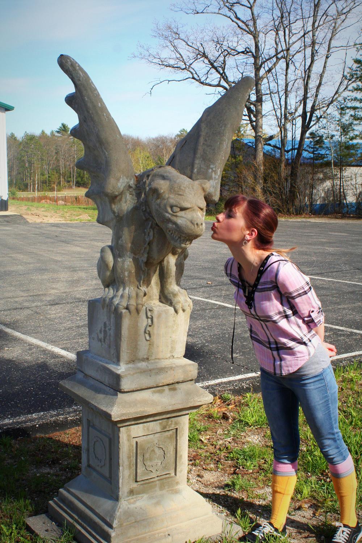 gargoyle kiss