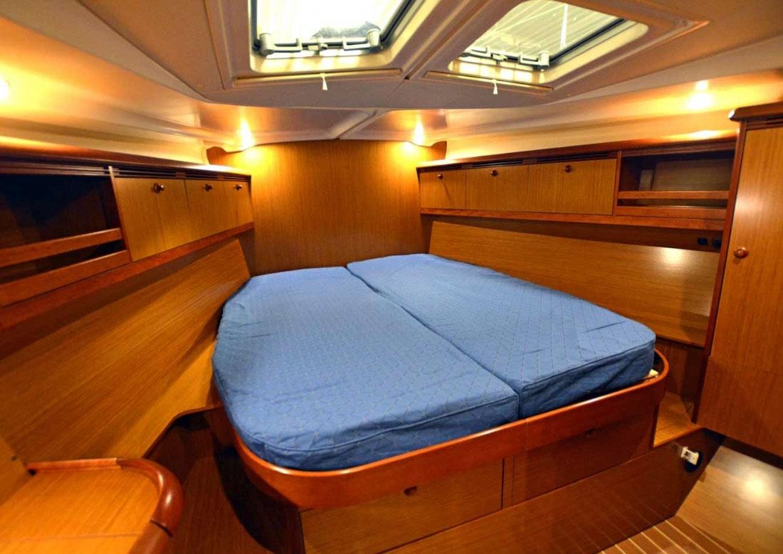 SY3 cabin Jeanneau 49