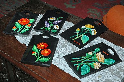 Vassoi dipinti a mano