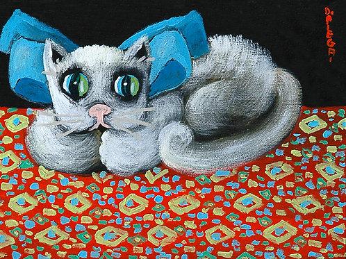Gattino grigio chiaro su tappeto