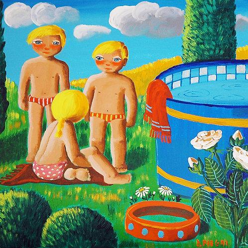 Bambini giocano in piscina