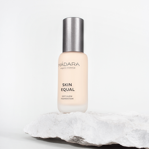 Mádara Skin Equal foundation - 10 Porcelain