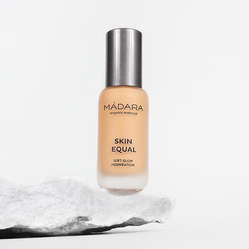 Mádara Skin Equal foundation - 40 Sand