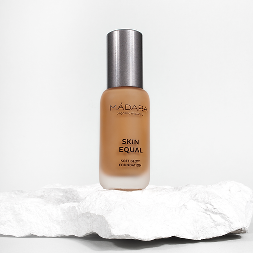 Mádara Skin Equal foundation - 70 Caramel