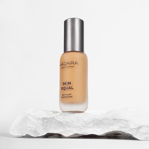 Mádara Skin Equal foundation - 50 Golden Sand