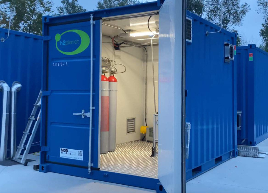 H2-hydrogen-container-energy-storing