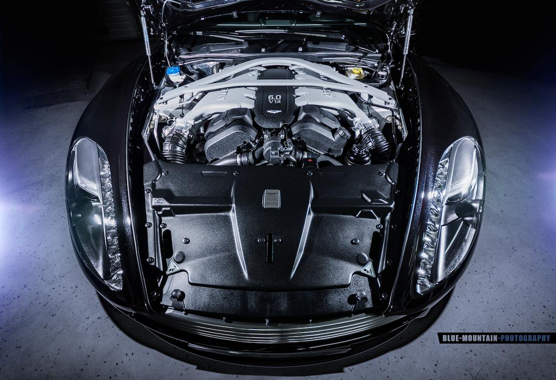 Aston-Martin-DB9 8