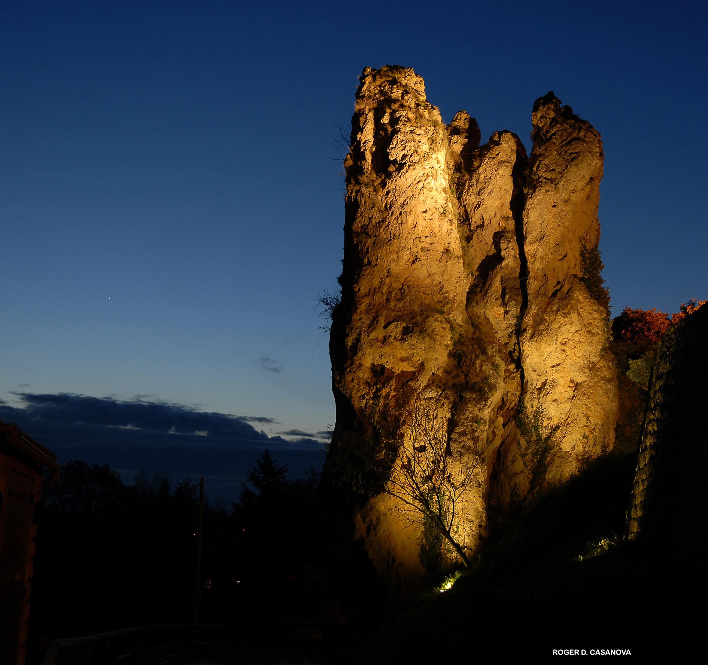 Roche Aiguille de nuit.jpg