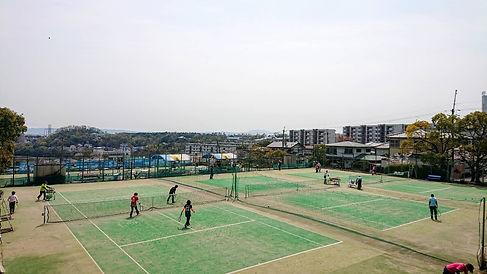茨木サニータウンテニスクラブは山間部にある開放感のある屋外コートです