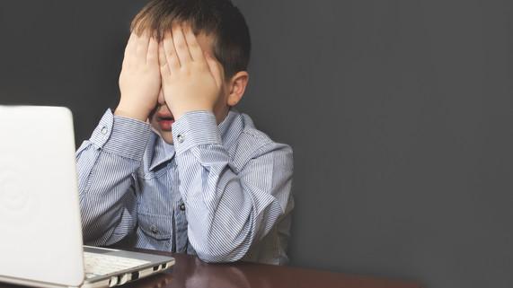 Internet et ses impacts négatifs sur la santé, les relations et les comportements des jeunes