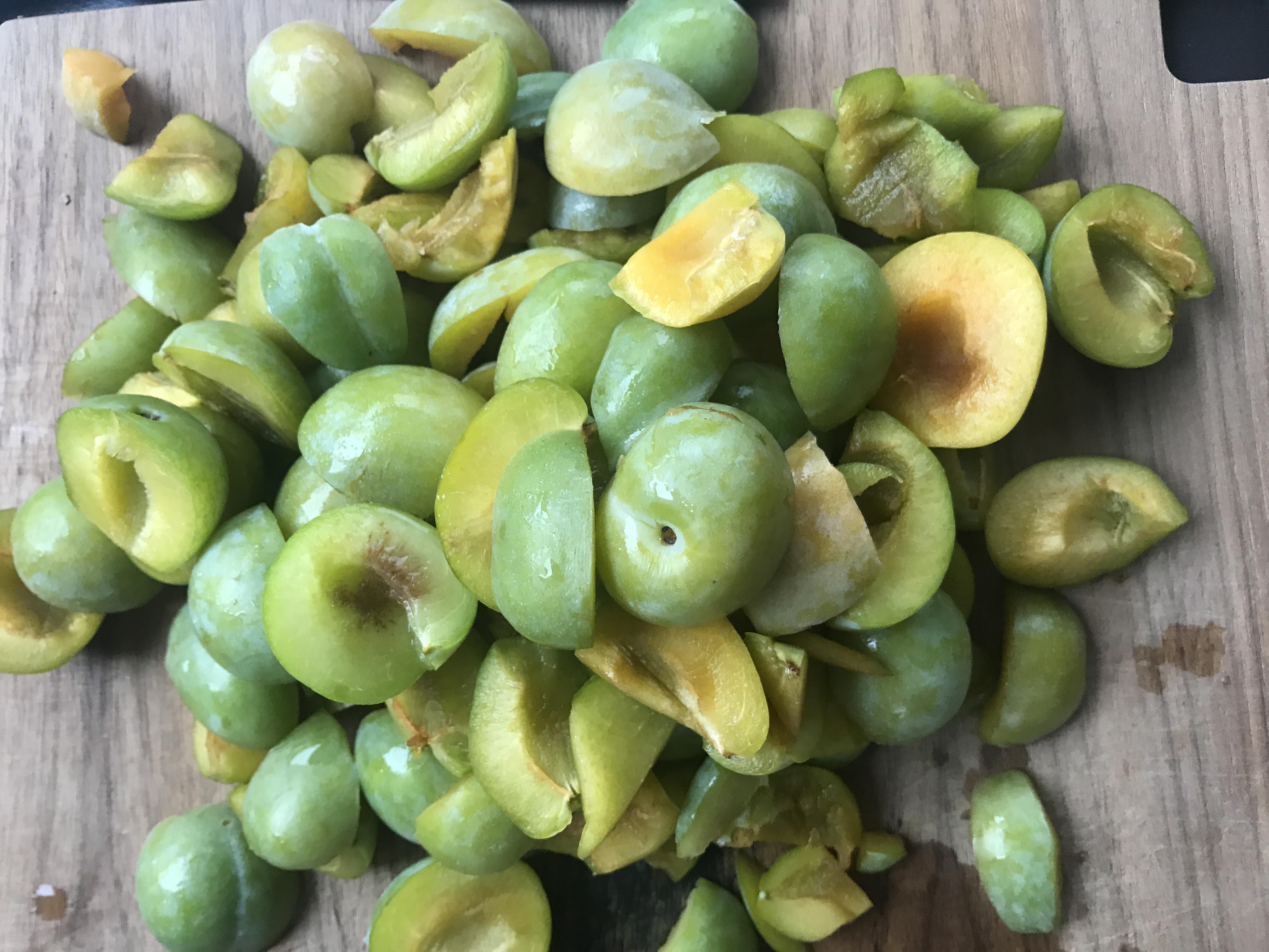 groene pruimen, grof gehakt