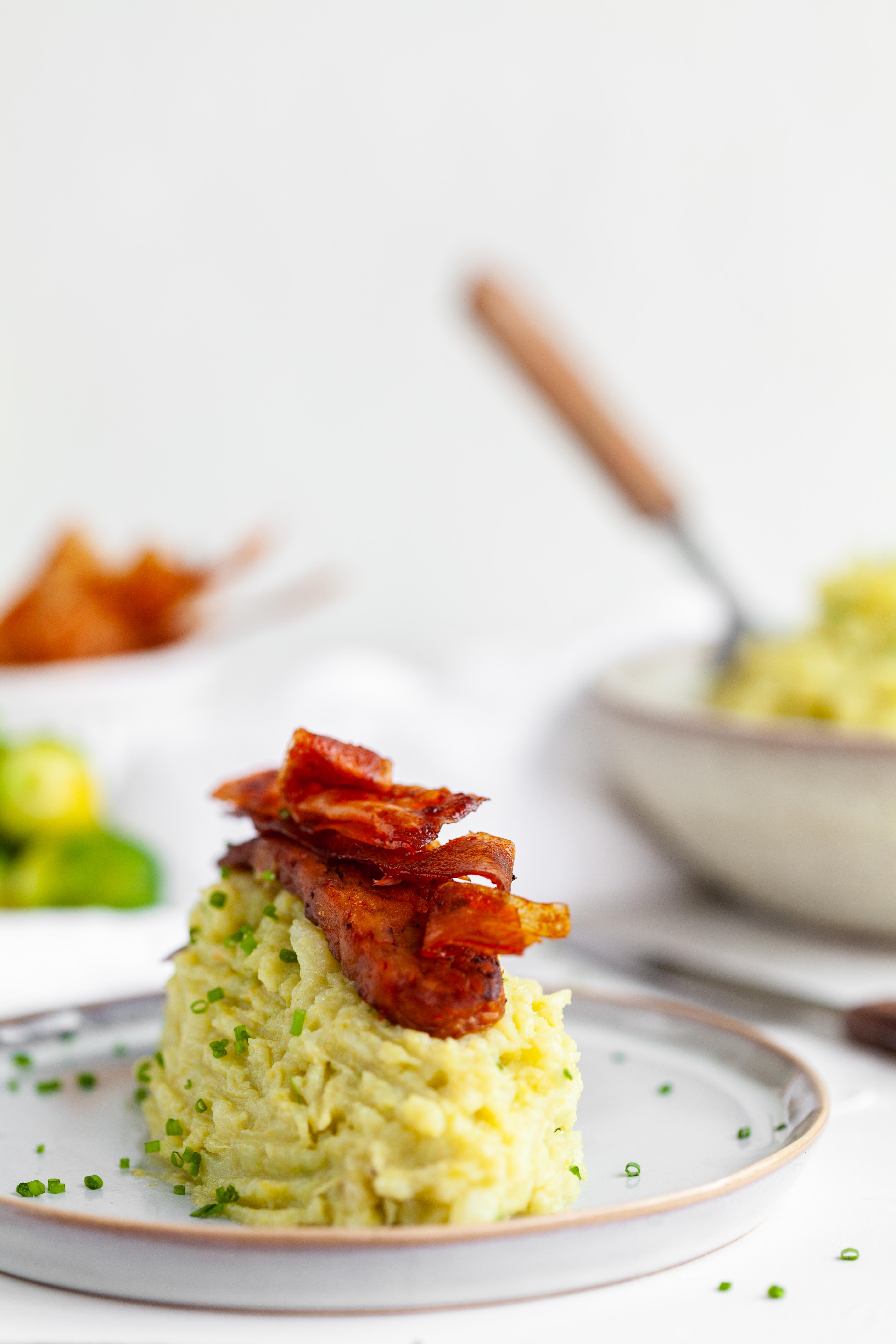 EVA magazine Winter 2019 - vegan voor vleeseters - tempeh bacon en crispy bacon bits met spruitjesstoemp