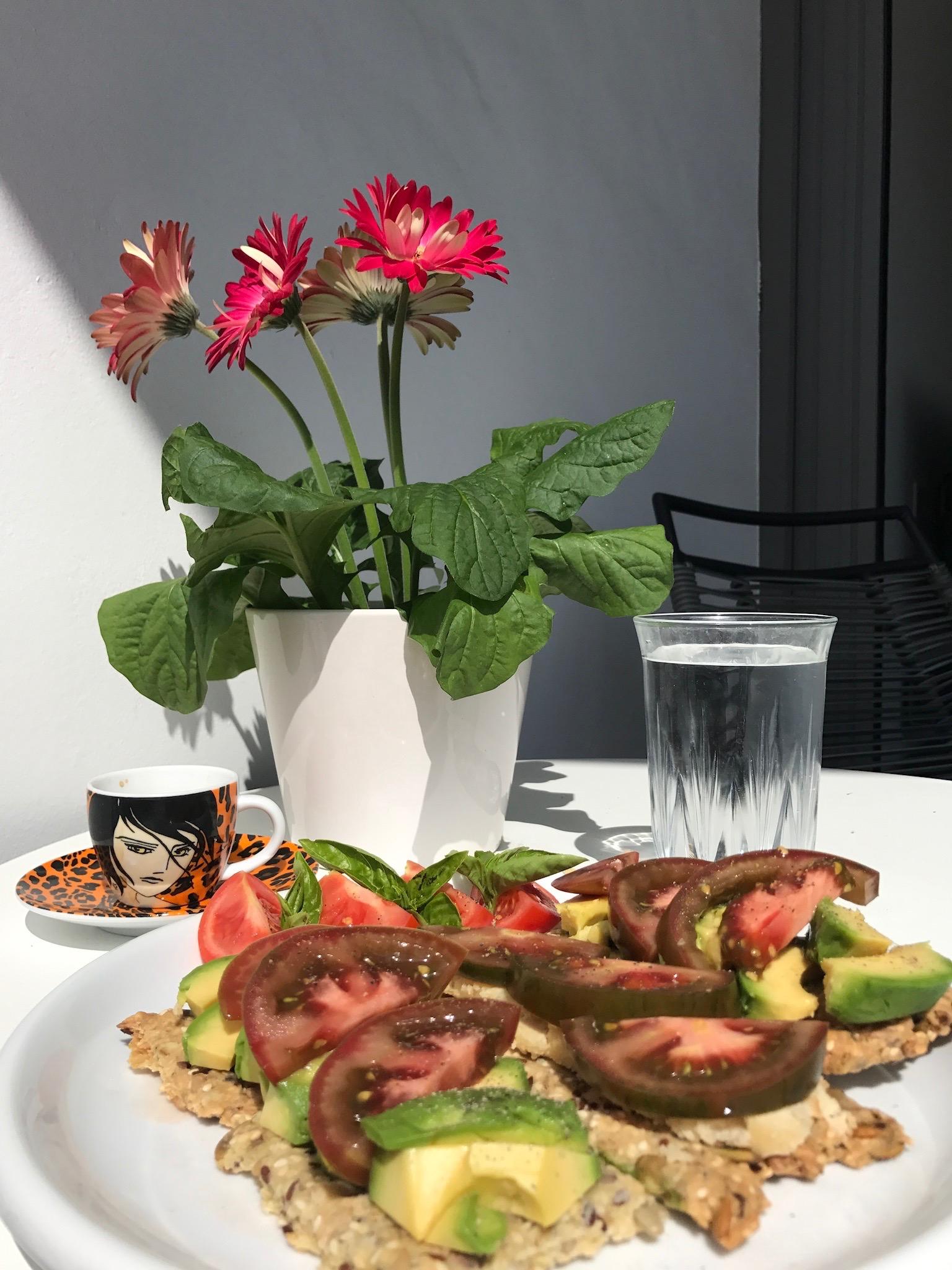 lekker met tomaat en avocado