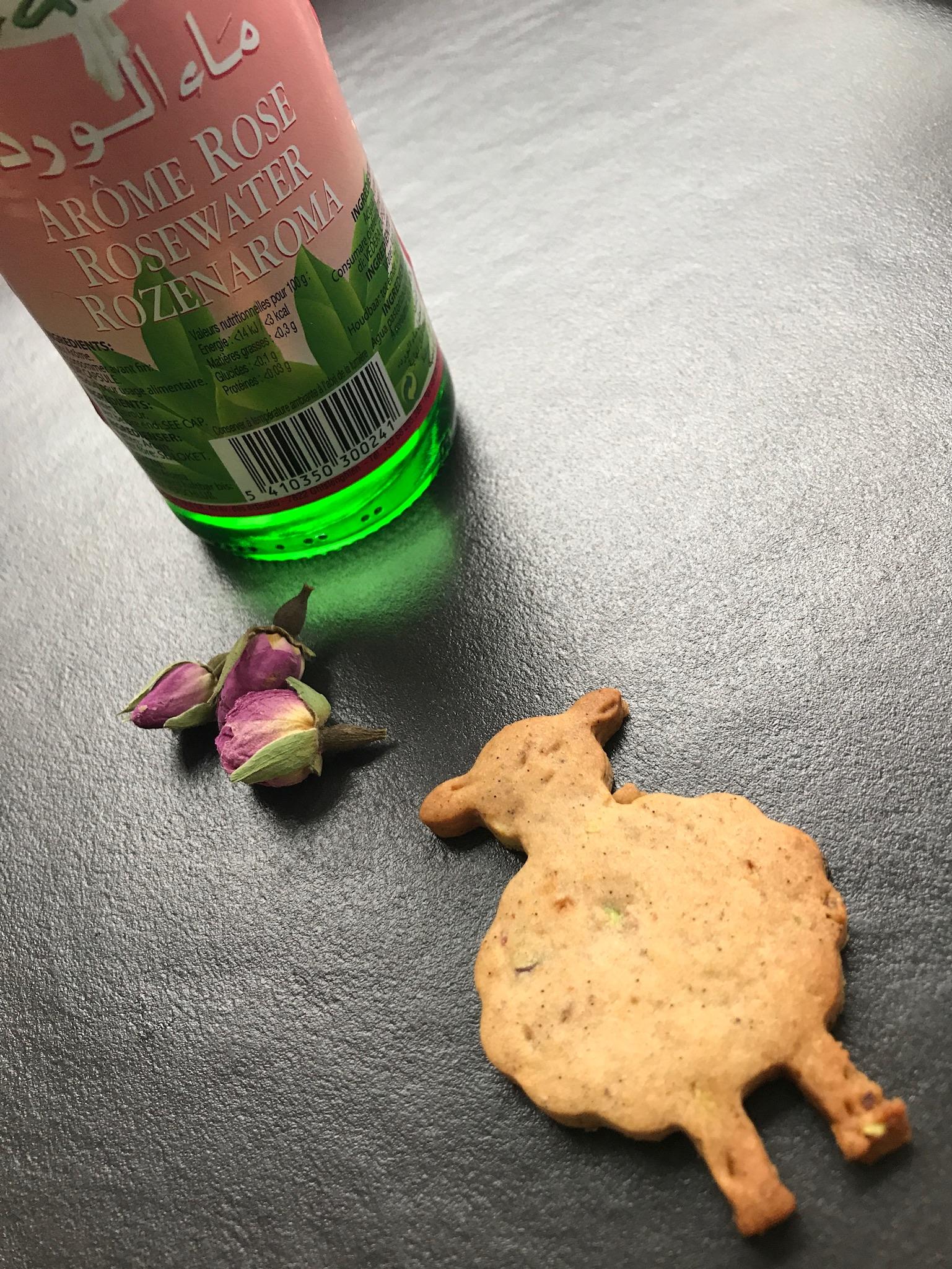 rozenwater en rozenblaadjes