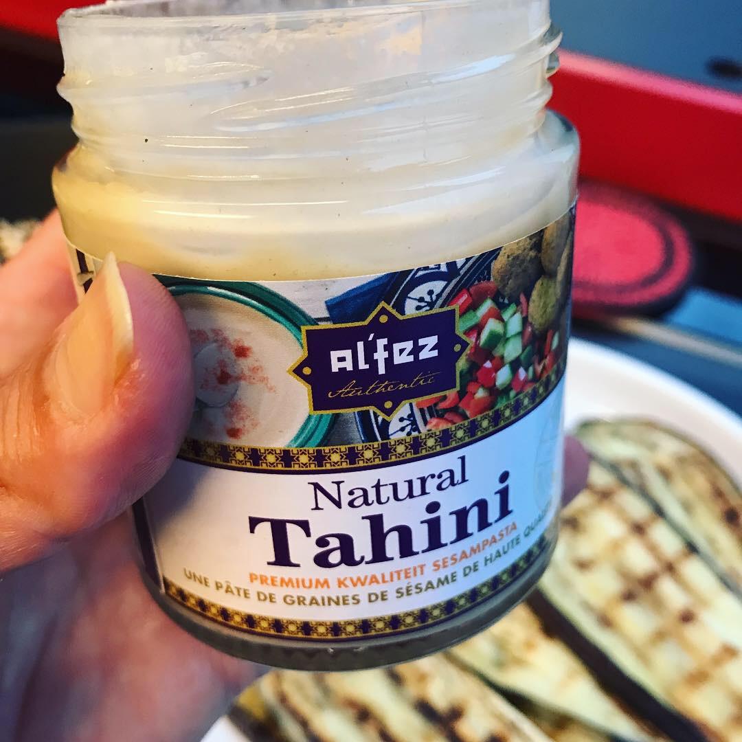 lichte tahini voor een subtieler accent