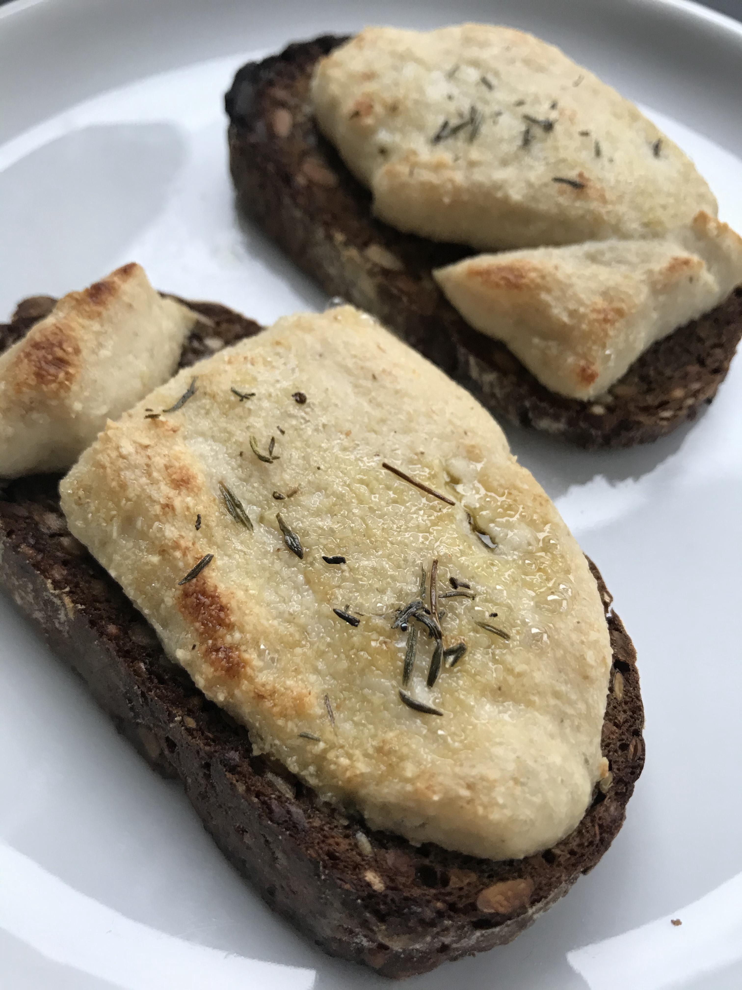 ook lekker gegrild op toast (met tijm en een likje olijfolie)