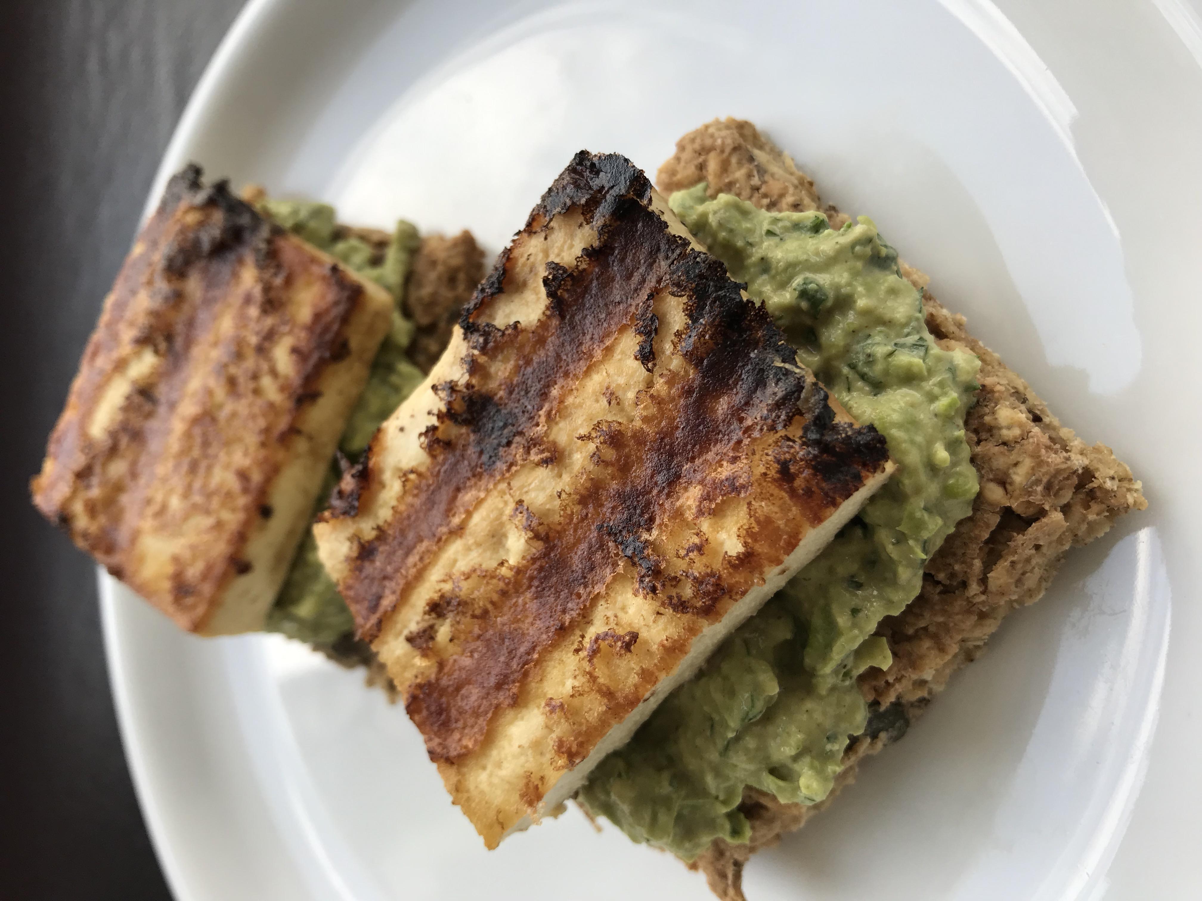erwtjeshummus met tofu haloumi
