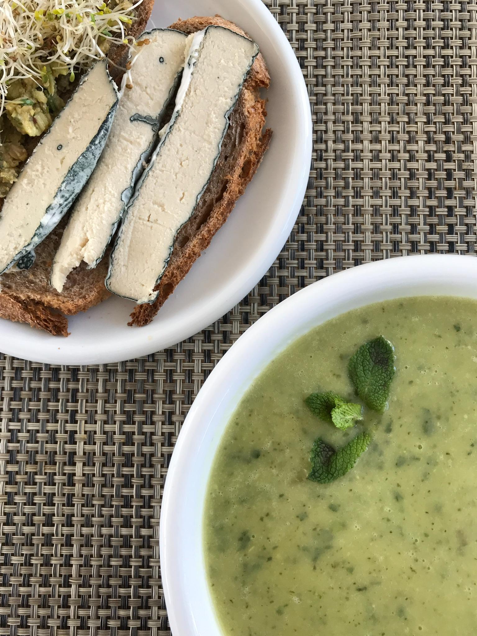 soep en blauwe kaas op toast