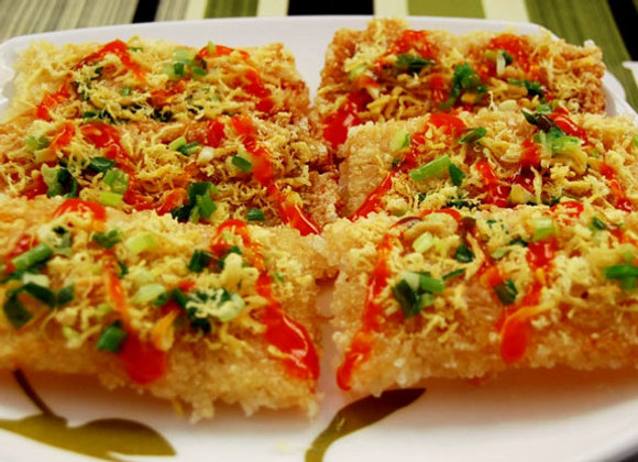 Rice crackers (Com chay)