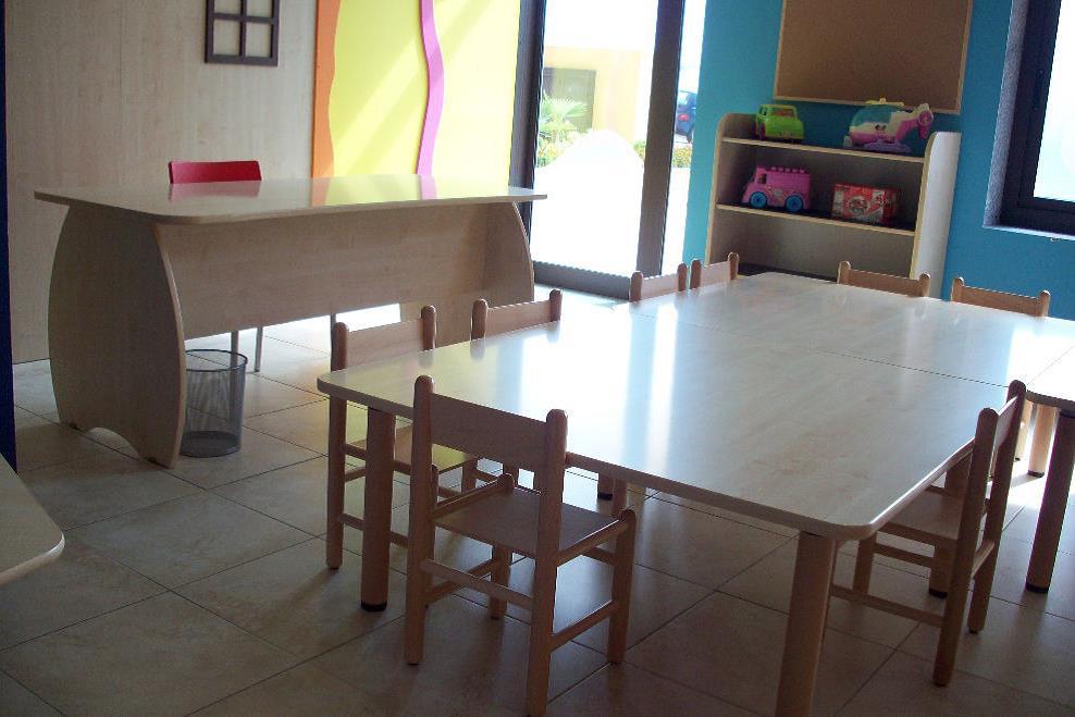 tavolo scuola materna.jpg
