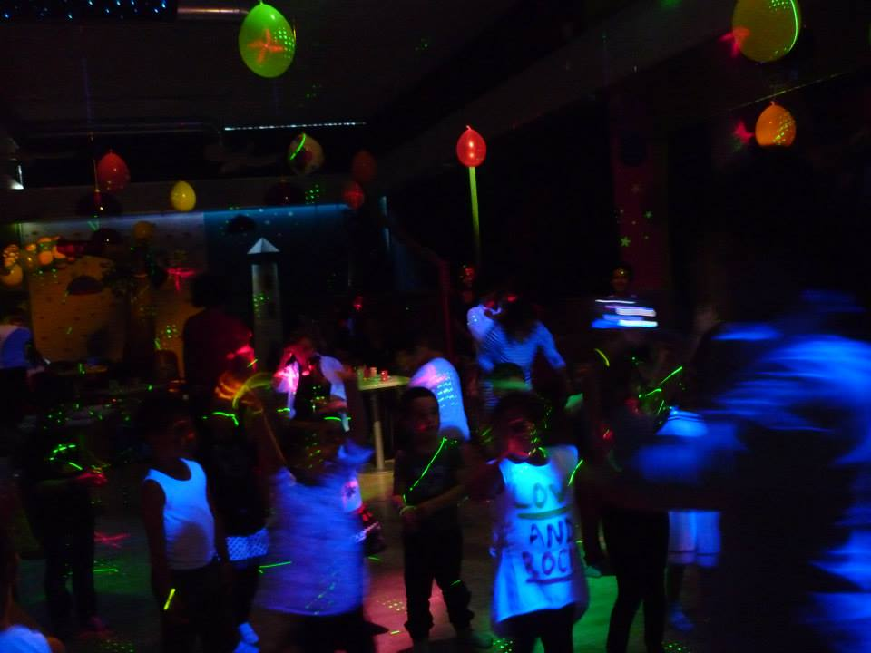 fluo party.jpg