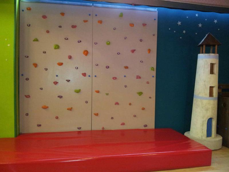 parete arrampicata ludoteca bambini; (5)