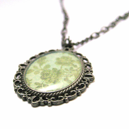 Green Floral Oval Pendant Necklace