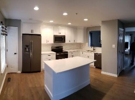 White-kitchen-remodel-with-subway-tile_e