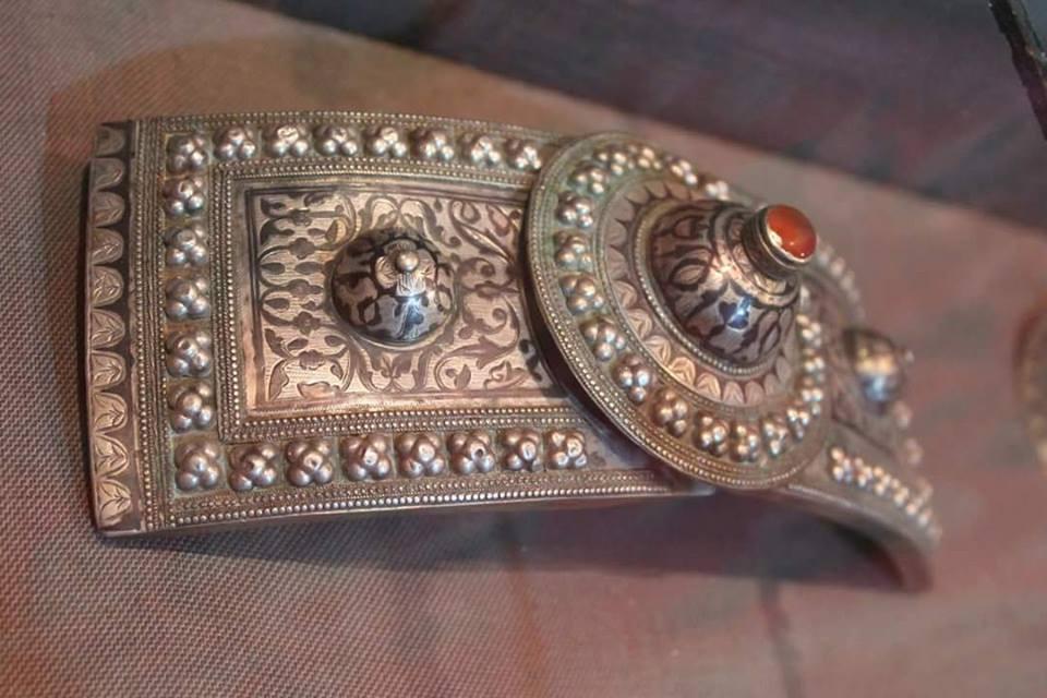 silver belt located in Artsakh museum