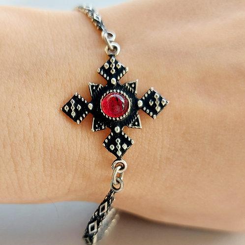 Silver bracelet with garnet