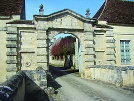 Entrée_du_Château_Beaumont.JPG