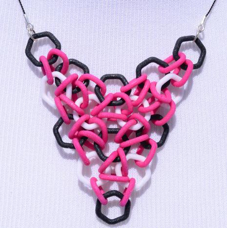 Collar-impreso-con-eslabones-entrelazados-e1401805268588.png