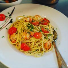 Spaghetti mit Garnelen in Konblauch-Chilli-Öl