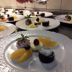 Schokoladen Küchlein, Cheescake, Himbeer-Sahne und Maracuja-Gelee